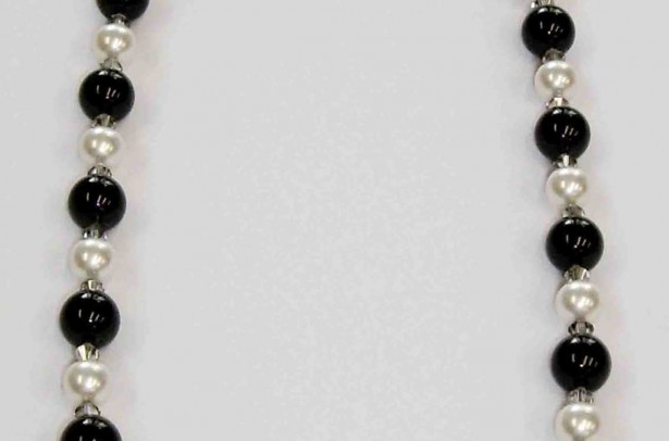 SWCOL020 COLLAR BLACK WHITE QUEEN